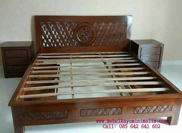 Set Tempat Tidur Minimalis Ukiran Cengkih MKM-007