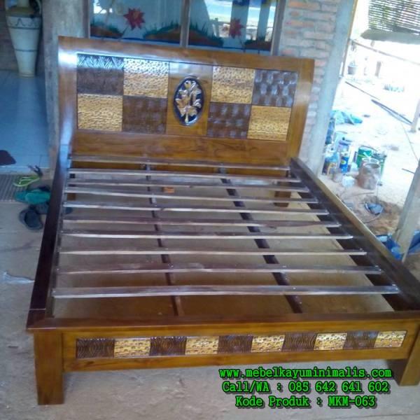 Tempat Tidur Minimalis Ukiran Ceplok MKM-063
