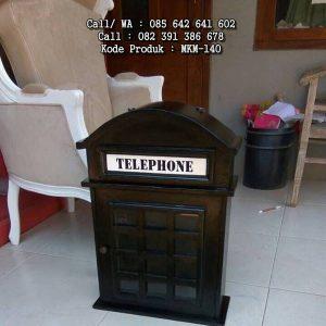 Pajangan Dinding Desain Telephone Unik